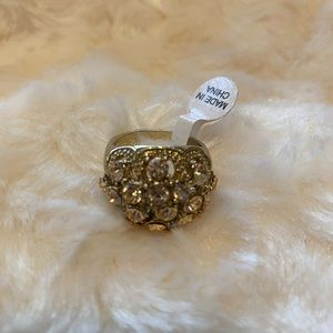 🆕 NEW w/tags Stunning Ring size 9